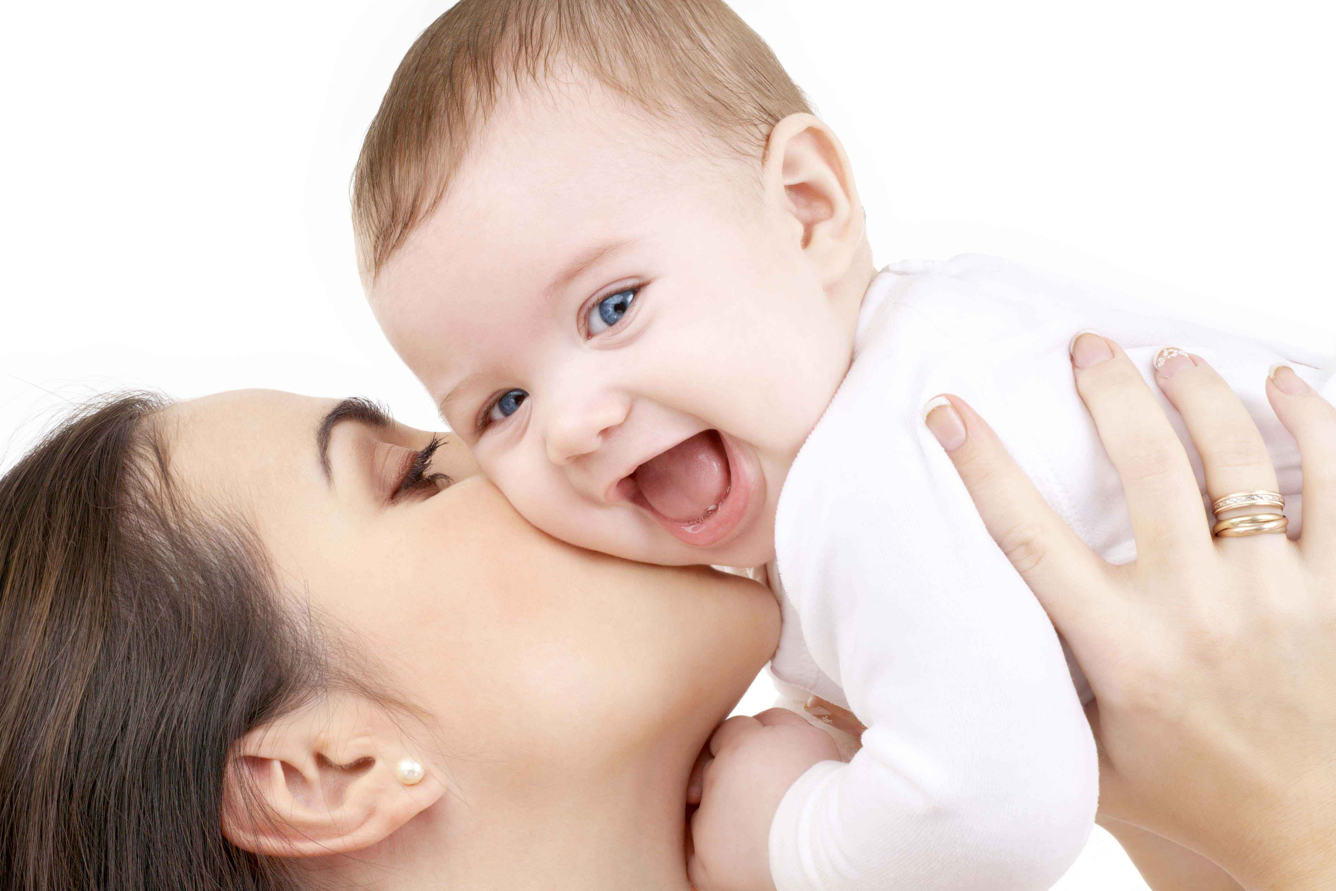 A mother's kiss help her baby to grow faster - Serious Facts