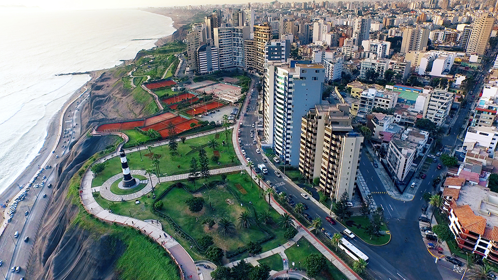 Peru is the third largest country in South America with an area of 1´285,216 Km2.