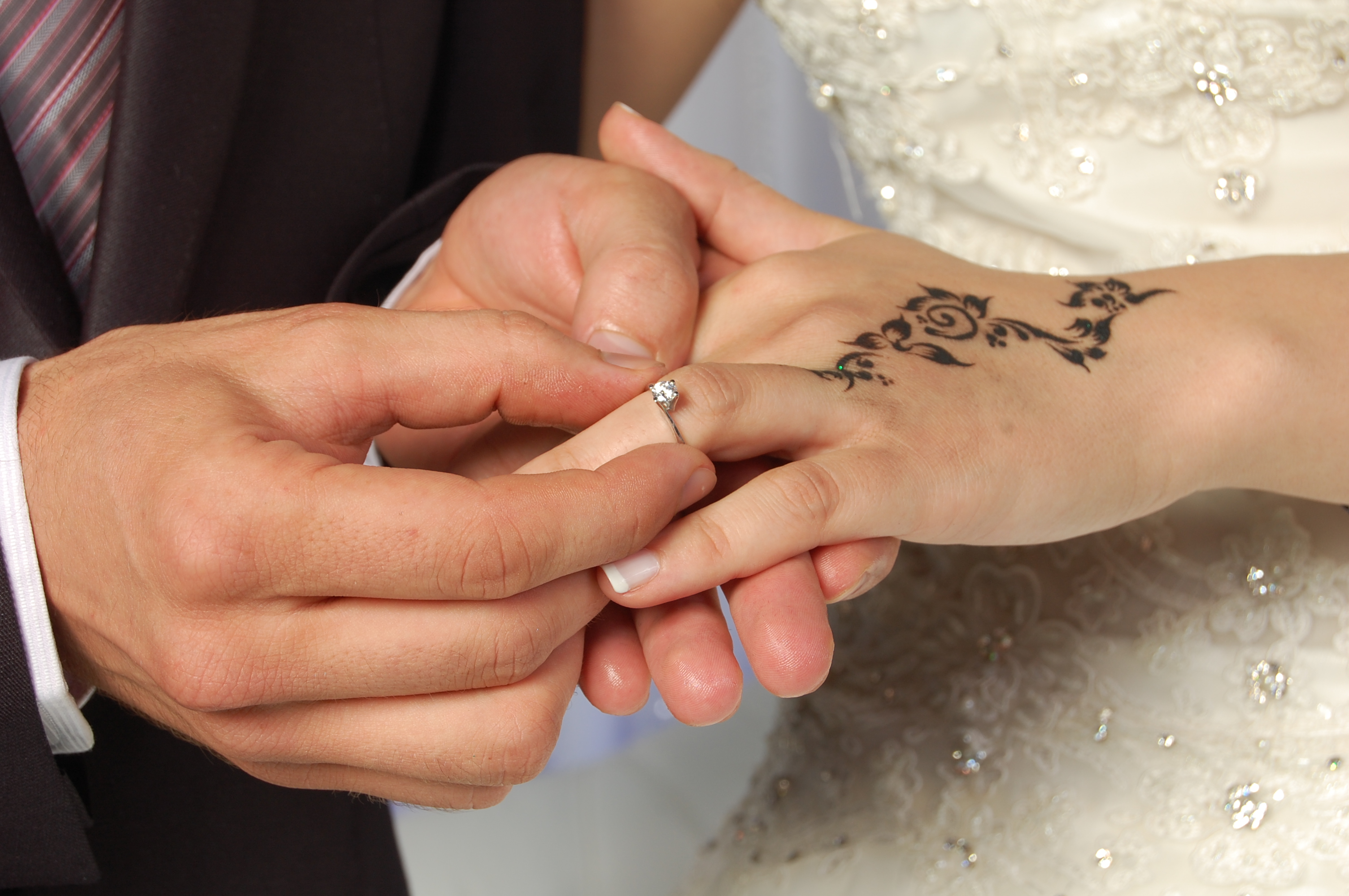 Marriages in Algeria are traditionally arranged either by parents of the couple or by a professional matchmaker.