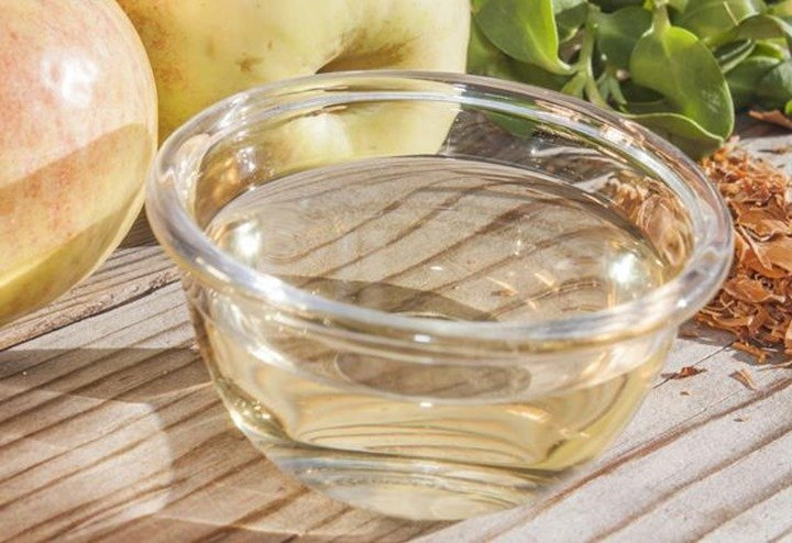 Almost all parts of the pineapple can be used in the production of vinegar and alcohol.
