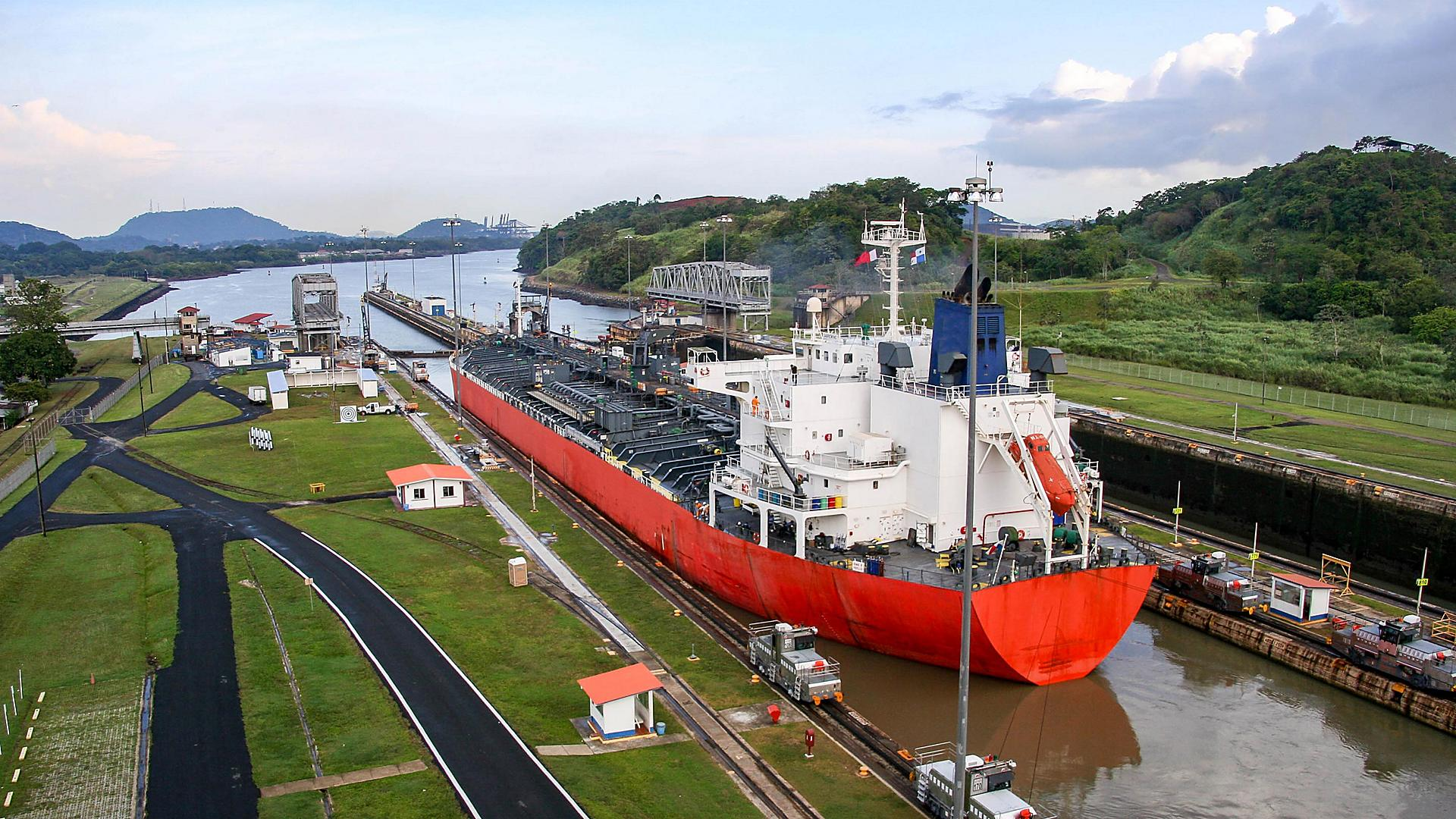 The Panama Canal contributes $1 billion to the economy of Panama each year.